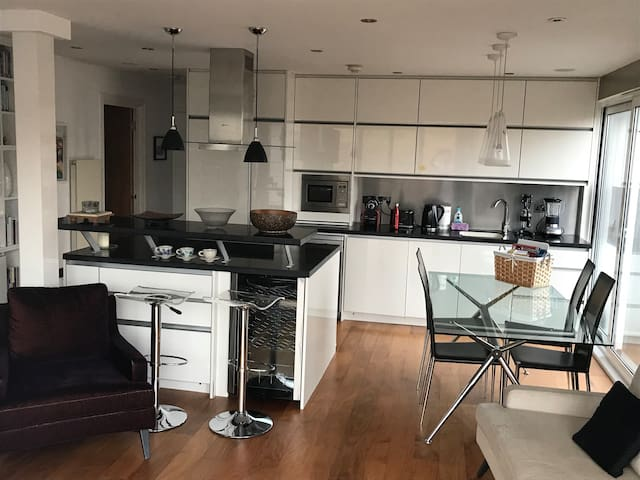 Life in the city - central London, sleeps 3