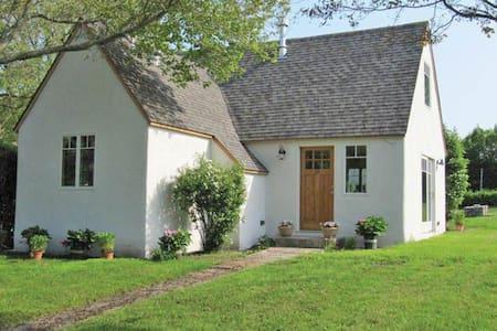 Charming Montauk Cottage- 16-63 - Montauk