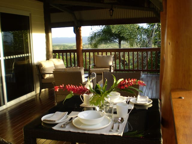 Daintree Manor B&B - Forest Creek - 家庭式旅館