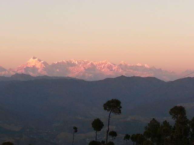 Independent Cottage, Valley and Himalayan view - Majkhali, Ranikhet - Huis