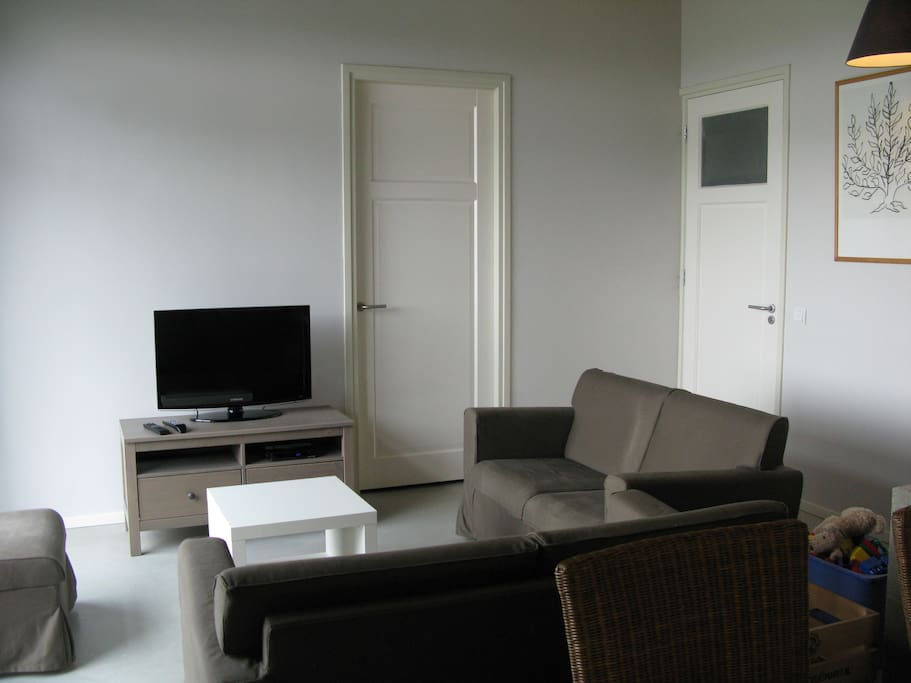 Zithoek met tv (open living room with tv)