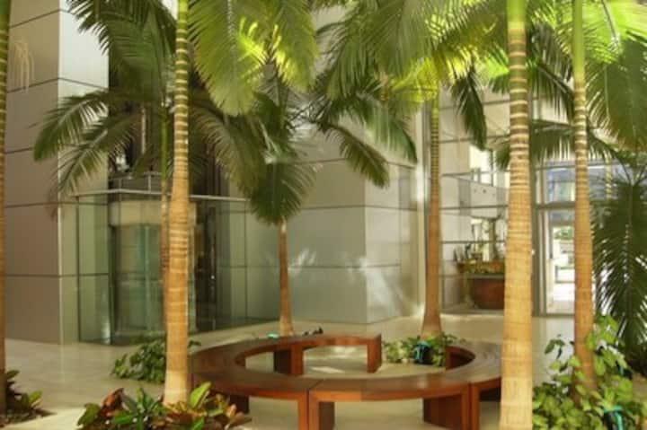 Beachfront Apart : 100 sqm pool OKEANOS BAMARINA