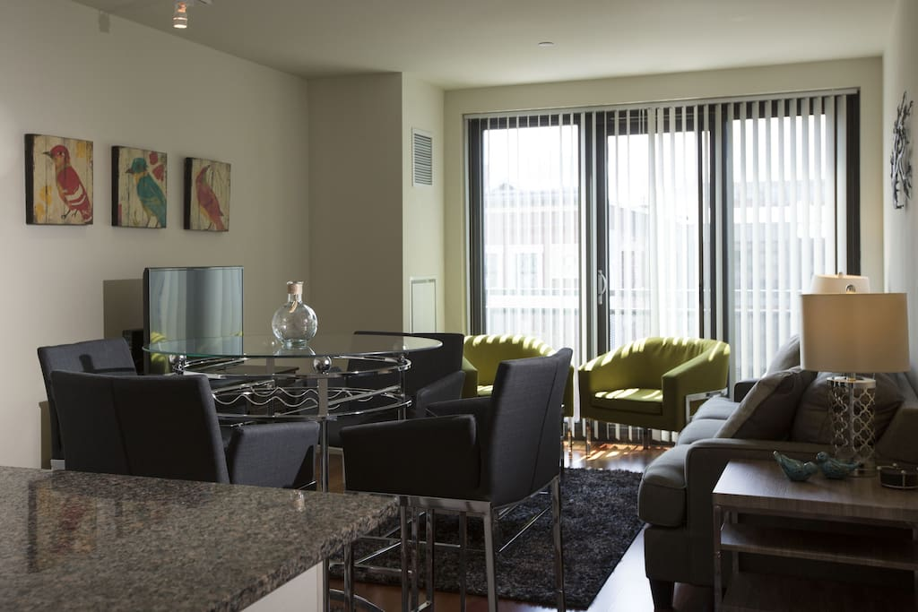 Avenir by Stay Alfred Dining Area/Living Room