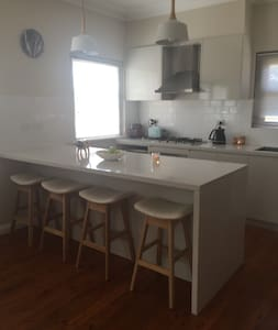 House close to Wollongong - Keiraville - Talo