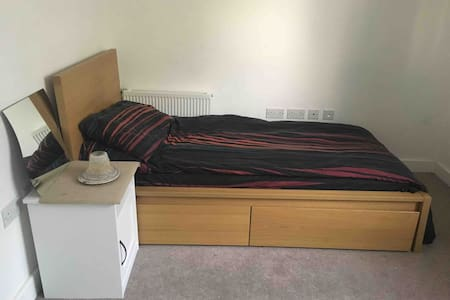 Amazing Modern bedroom & W/C Late check in allowed