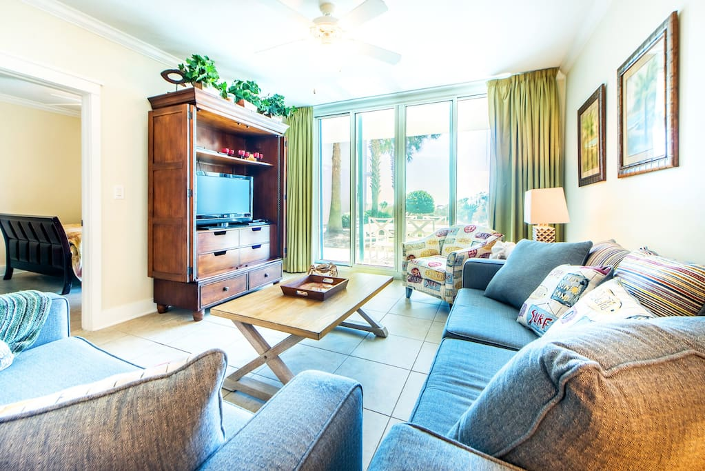 Fab Living Area opens up to Patio-GULF Views!