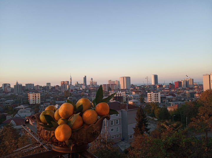 Гостевой дом ,на ботумском  горе .мандарйни .