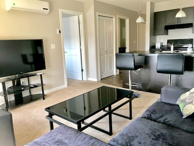 Neat 2 Bedroom 1 Bath Near Airport Entire Suite