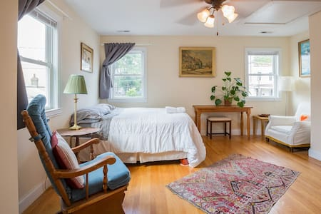 Airy Bedroom, Private Bath w/Bikes+Spacious Parks!