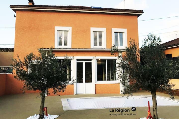 Nouvelle Annonce : Maison de Groupe /Piscine