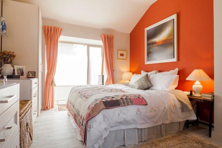 Luxury B&B. 34m2 suite. Hidden gem near Dublin. - Delgany - Bungalow
