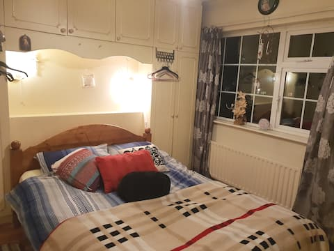 Comfy double bed for 1 or 2
