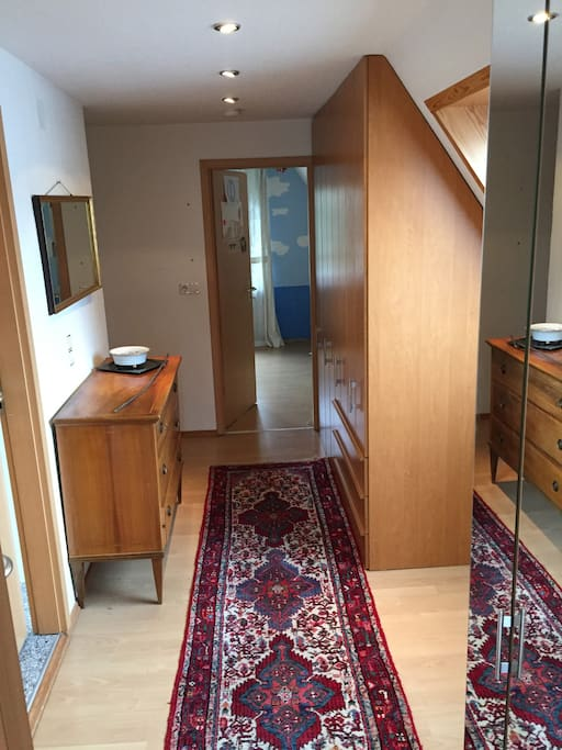 1. Stock Verbindungsflur zwischen 2 Schlafzimmern und Bad