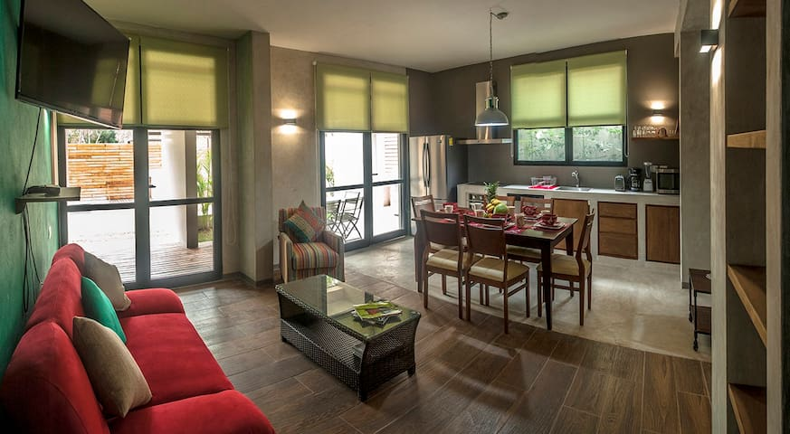 New Stylish Condo with pool - 5 MIN TO THE BEACH