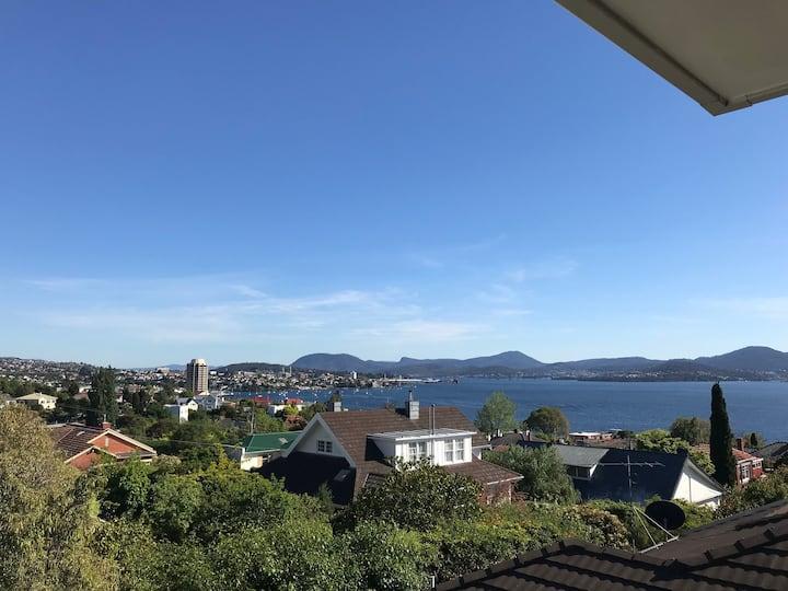 Perfect Location in Hobart Studio Apartment