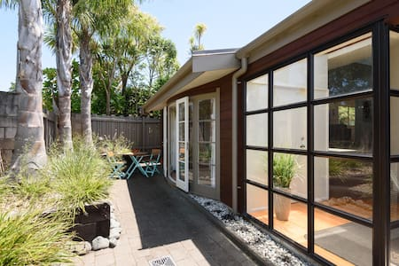 Tropical Retreat, Onepoto Domain, handy location - Auckland - Bed & Breakfast