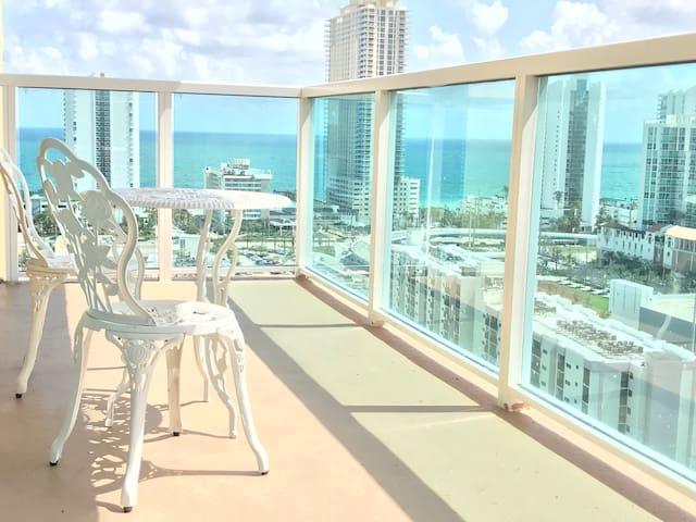 Amazing Ocean View, High Floor, walk to BEACH!