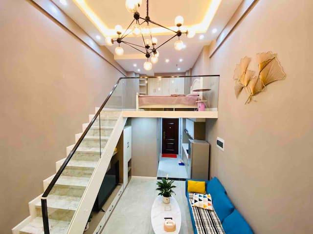 大润发家庭民宿公寓兴宫中街民宿loft复式公寓可做饭