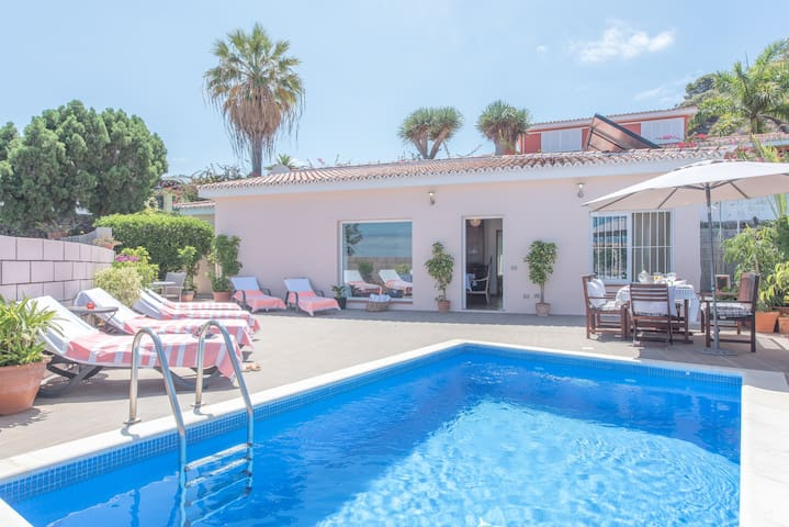 RELAX villa with Private Heated Pool and BBQ