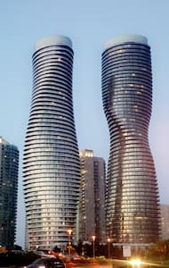 Luxury 2 bed &  2 bath - Square One - Mississauga