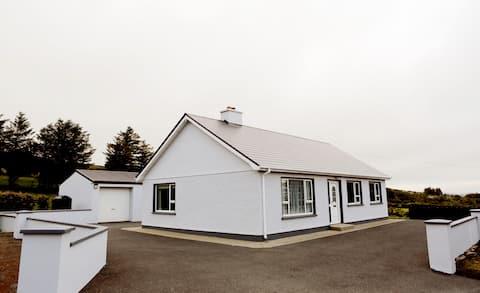 Teach Lynn, Loughaskerry, County Donegal. F92 W8H3
