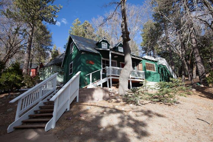 Whiskey Mountain Lodge