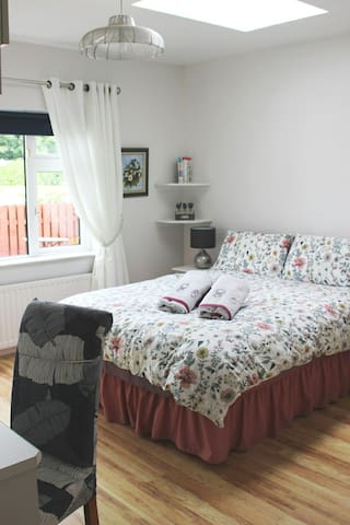 Double room Ensuite with a view of the garden