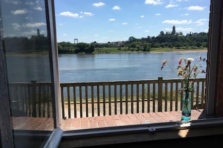 Studio chaleureux vue sur la Loire 2 personnes