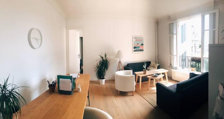Sunny & quiet Parisian apartment on 16th district