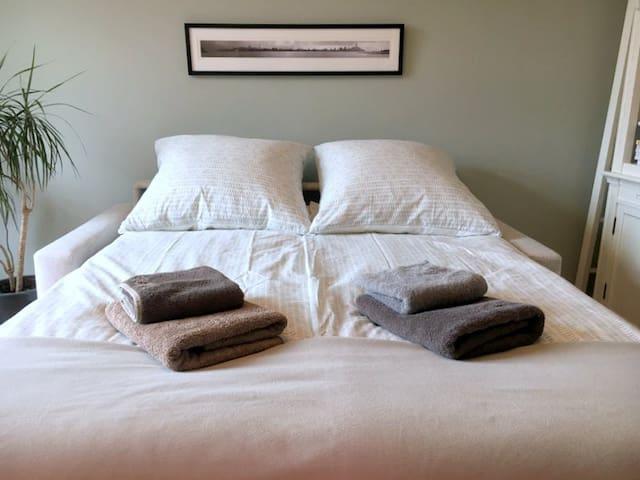 Guestroom / Gästezimmer