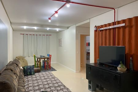 Apartamento industrial, simples e leve.