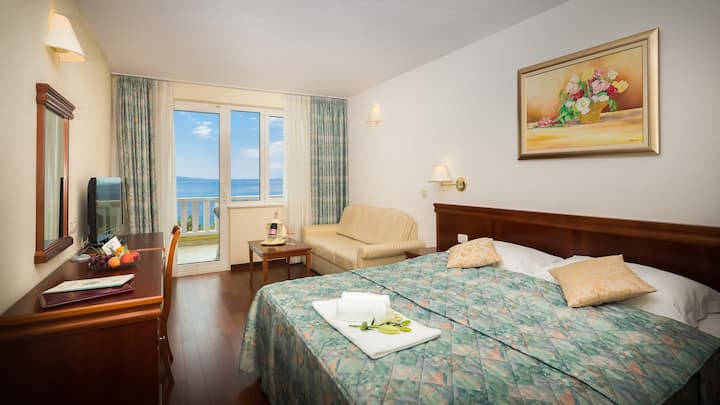 Superior double Sea View room with breakfast
