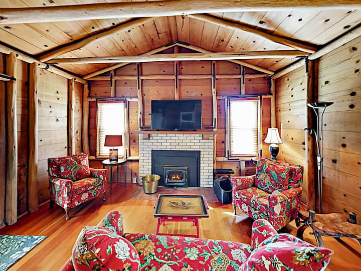 The Chalet: All-Suite Home on Ranch with Sunroom