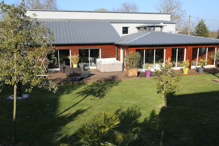 location chambre 20 M 2 SDB avec balneo - Beaucouzé - Bed & Breakfast