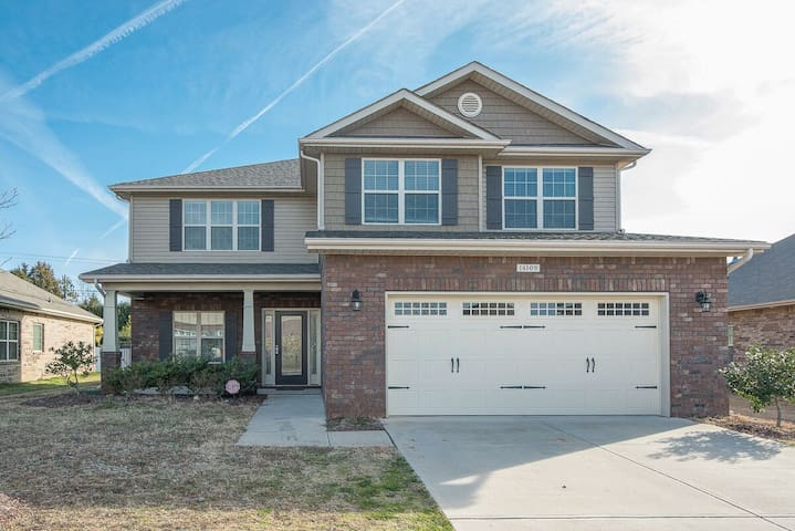 HUGE NEWER HOUSE By CAROWINDS Pool Table + Arcade - Charlotte