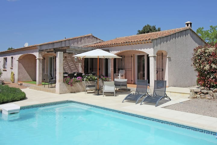 Gorgeous Villa in Bagnols-en-Forêt with Swimming Pool