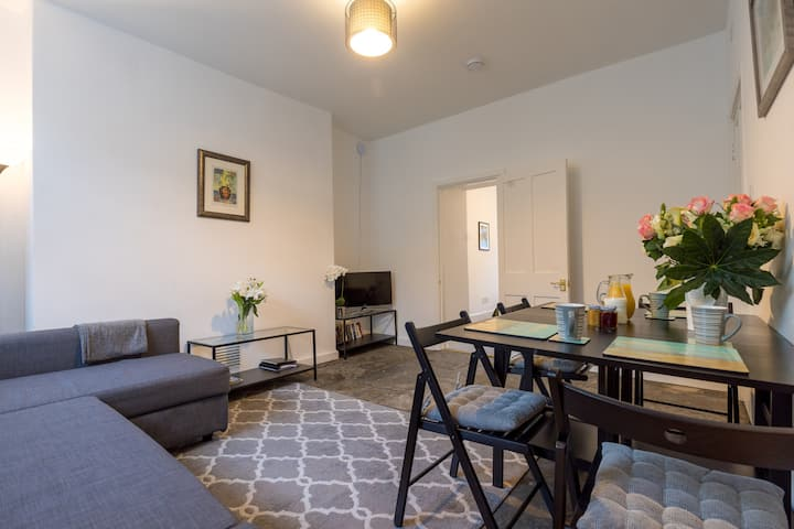 Clifton Apartment 15% Weekly 25% Monthly Discounts