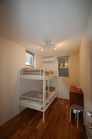 Modern home, cozy room with 5 min walk to station. - Shinjuku - Casa