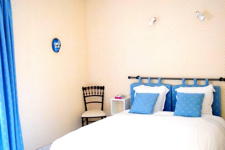 room Santenay
