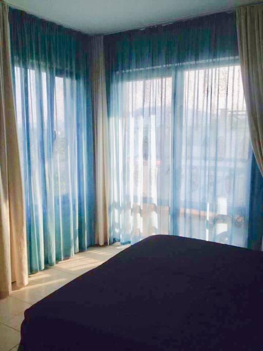 Спальня, с двуспальной кроватью и видом на море !
