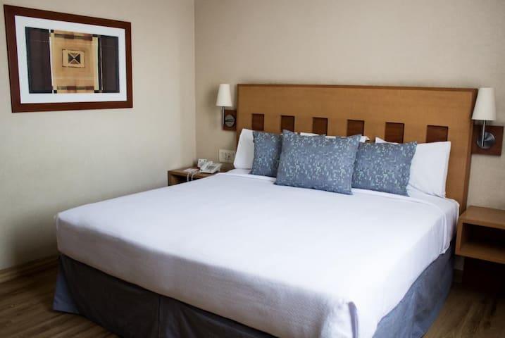 Hotel Mirabel (4 Estrellas) Cama King size # 7