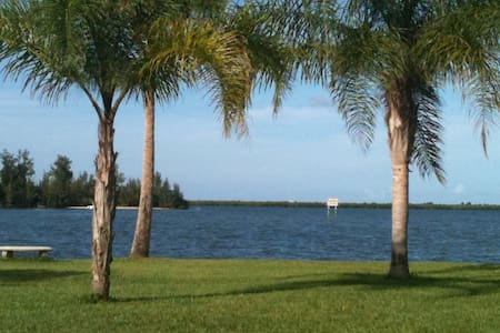 Old Palm- Waterfront Oasis 3BR/2Bth - Sebastian