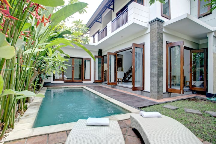 70% OFF! 3 BR Villa central in Seminyak Kuta