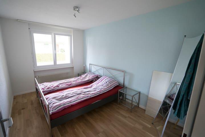 Gemütliches Schlafzimmer - Brunegg - Квартира
