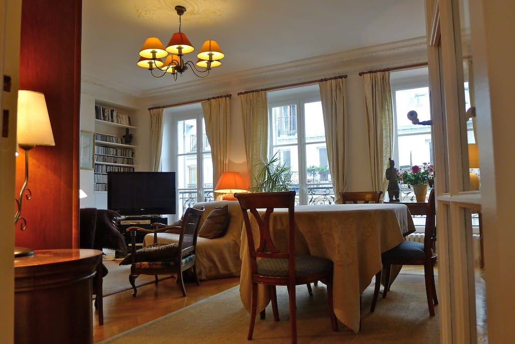 Wide living room and dining room, with flatscreen TV, dining, big windows