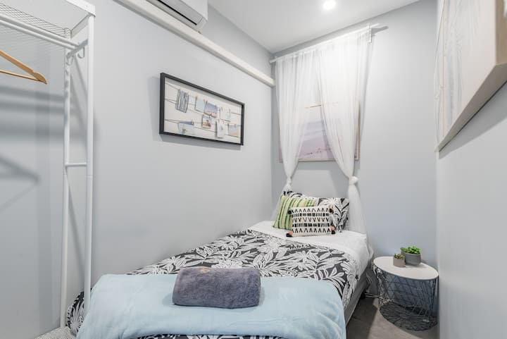Tiny Private Single Bed With In Sydney CBD Near Train UTS DarlingHar&ICC&Chinatown