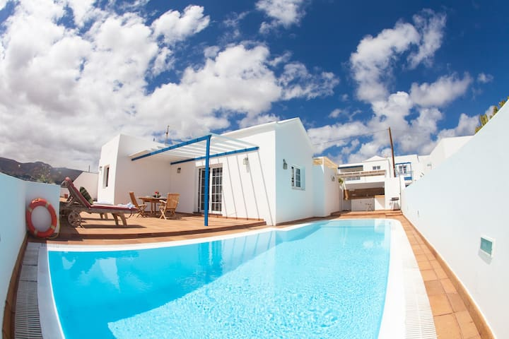 Naos Private Pool and sea Views !