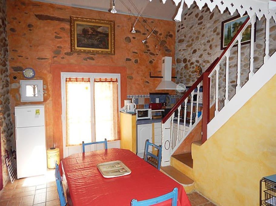Location meublé Le Boulou Cuisine salle à manger