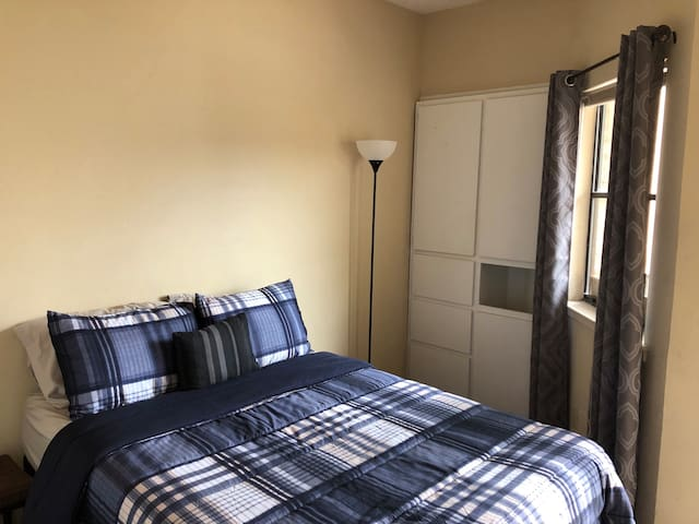 Comfy private bed and bath near UT and Downtown