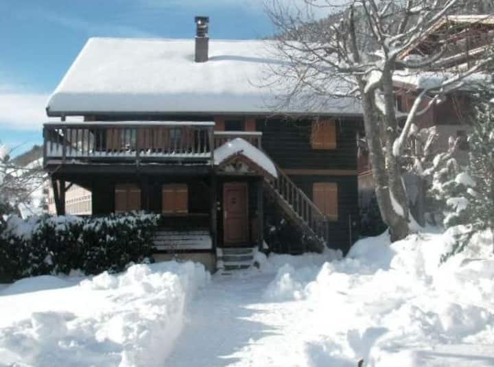 Charming apartment,sunny garden in an old chalet,